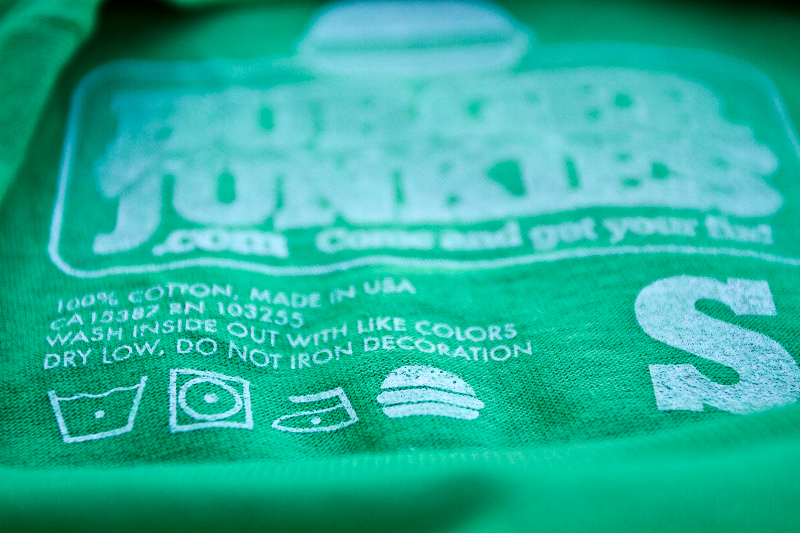 Attention to detail. Even the care label of the t-shirt is for foodies :) Enjoy with a great burger